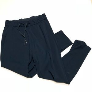 "Lululemon On The Fly Pant Navy 28"" Inseam Sz 6"